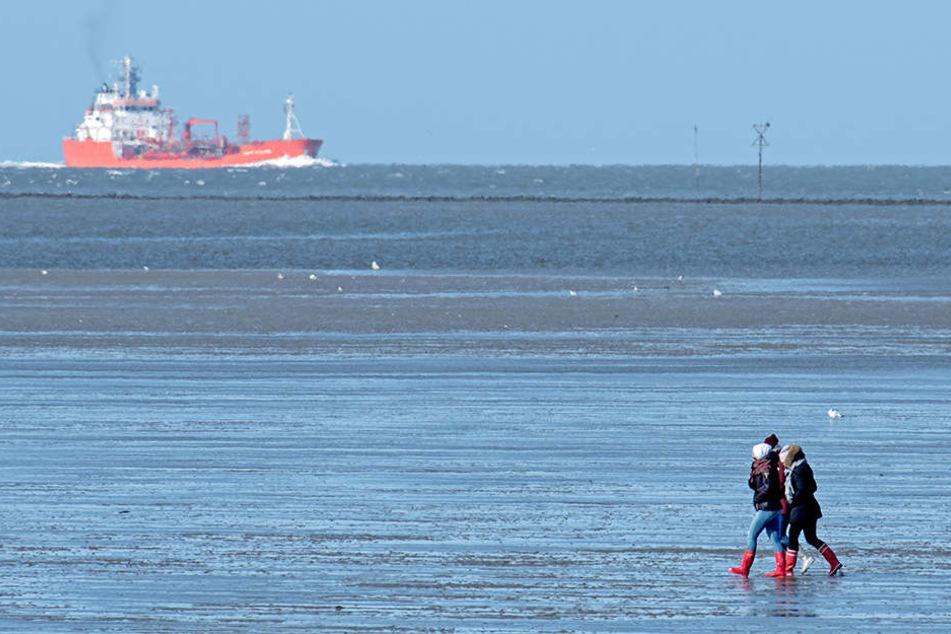 Einige Menschen unterschätzen die Gefahren vom Wattenmeer. Die Flut kann plötzlich kommen. (Symbolbild)
