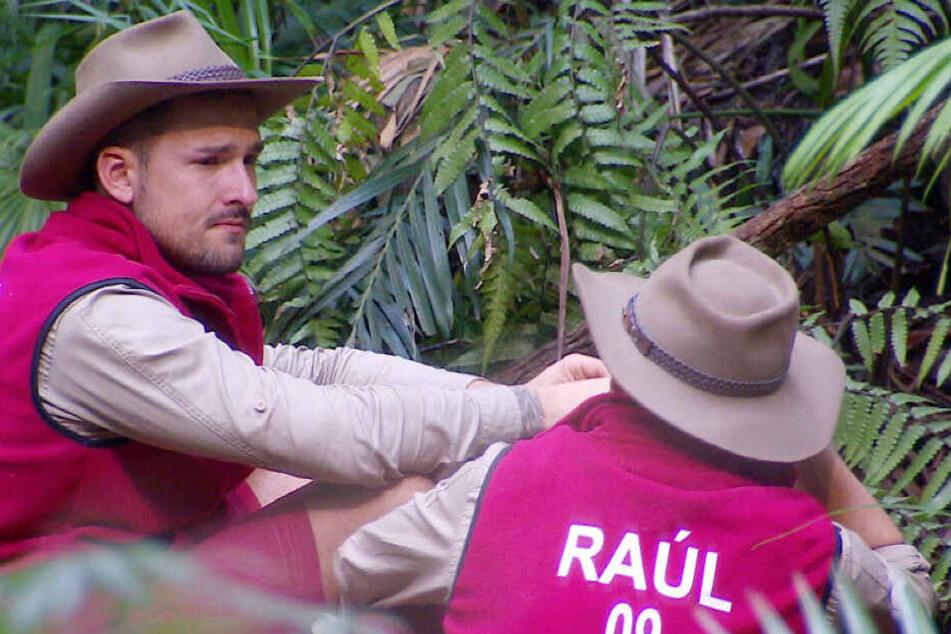 Raul Richter (r) unterhält sich mit Kumpel Marco Cerullo (l).
