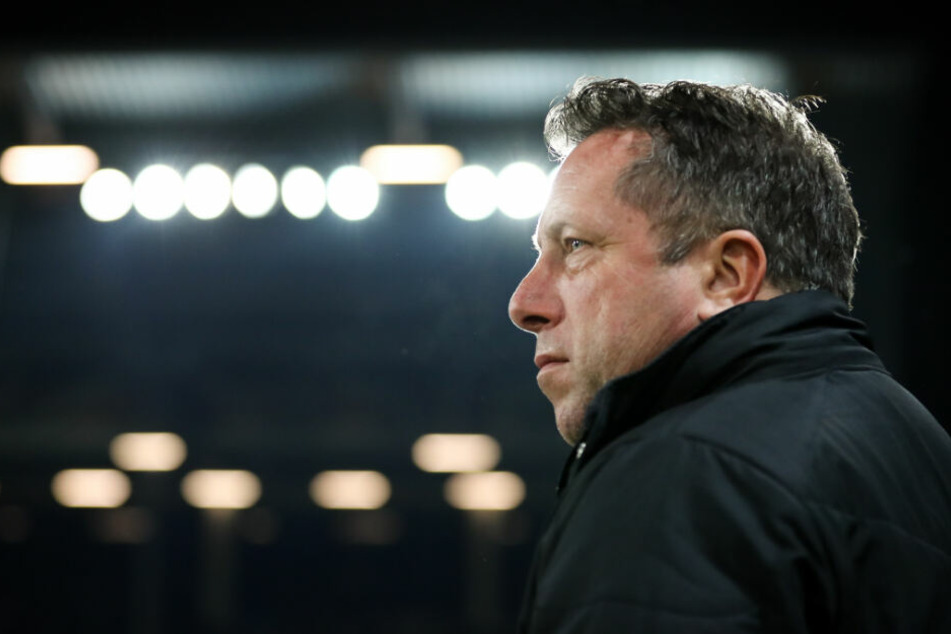 St. Pauli-Trainer Markus Kauczinski baute seine Elf auf fünf Positionen um.