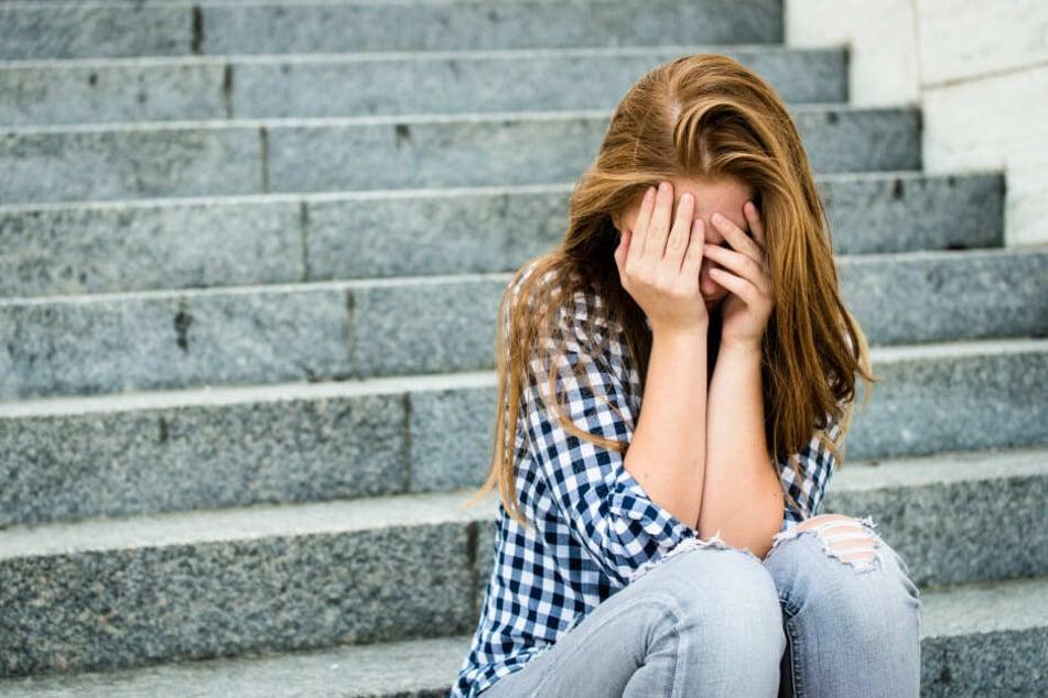 """Der Suizid der Grundschülerin löste viel Wut und Unverständnis aus – Seitdem ist eine Debatte um das Thema """"Mobbing an Schulen"""" ausgebrochen. (Symbolbild)"""