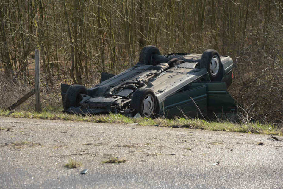 Ein Auto hatte sich bei dem Unfall überschlagen.