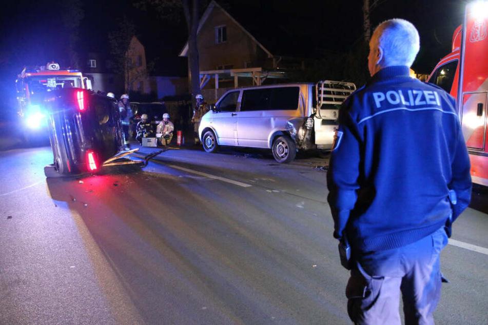 SUV knallt in VW-Bus: Mutter und Tochter verletzt