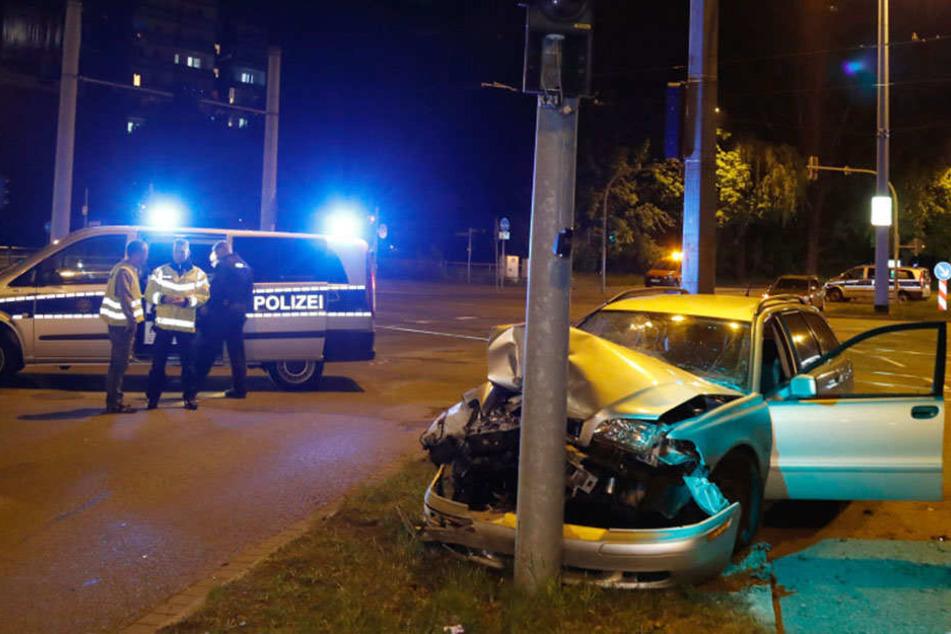 24-jähriger Autofahrer kracht betrunken gegen Ampel