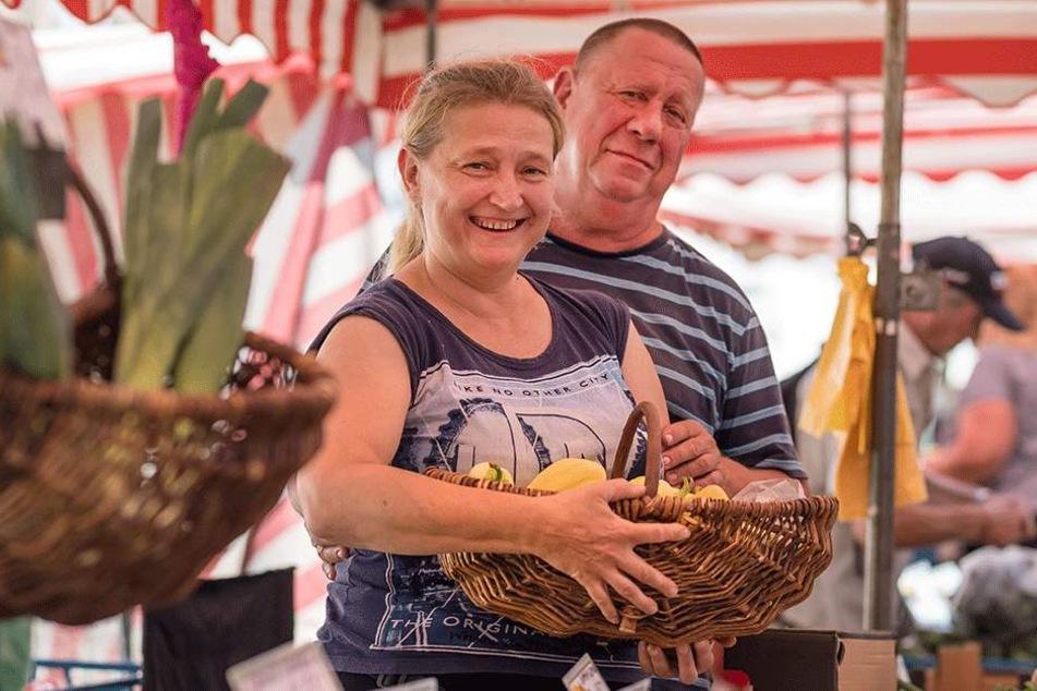 Finden den Wochenmarkt im Herzen von Chemnitz am besten: Wislaw (65) und Anna Frankowski (50).