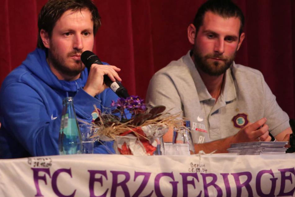 """Für Aues Cheftrainer Hannes Drews war es der erste """"Veilchen""""-Stammtisch."""