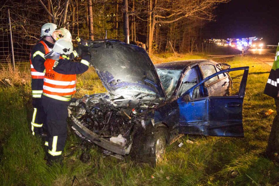 Auf der A4 kam es am späten Sonntagabend zu einem schwerem Crash.