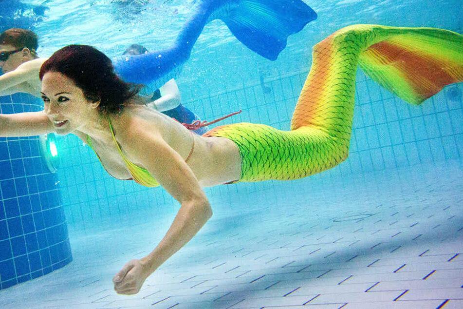 Für viele ist es ein Traum, einmal durchs Wasser zu gleiten, wie es Meerjungfrauen können. In Paderborn könnt Ihr das jetzt lernen. (Symbolbild)