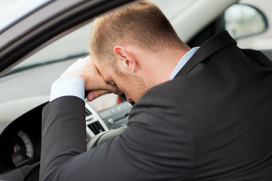 Weil ein 58-jähriger Familienvater am Steuer einschlief, kam es zu einem schweren Unfall. Symbolbild.