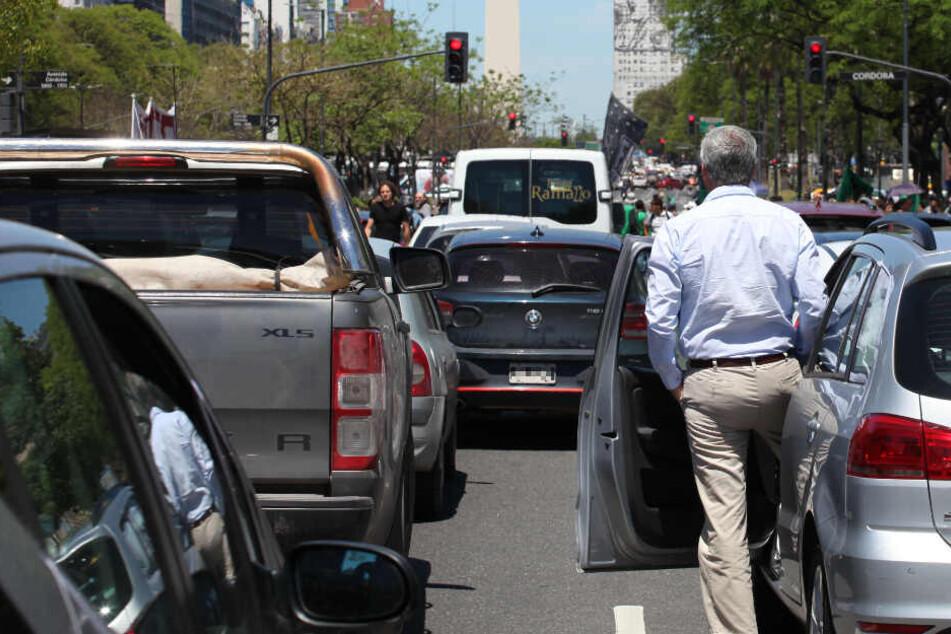 Stillgestanden: Mit smarten Ampeln möchte Audi den Stau in den Städten reduzieren. (Symbolbild)