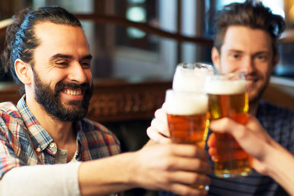Deutsche genießen im ganzen Jahr gerne mal ein kaltes Bierchen.