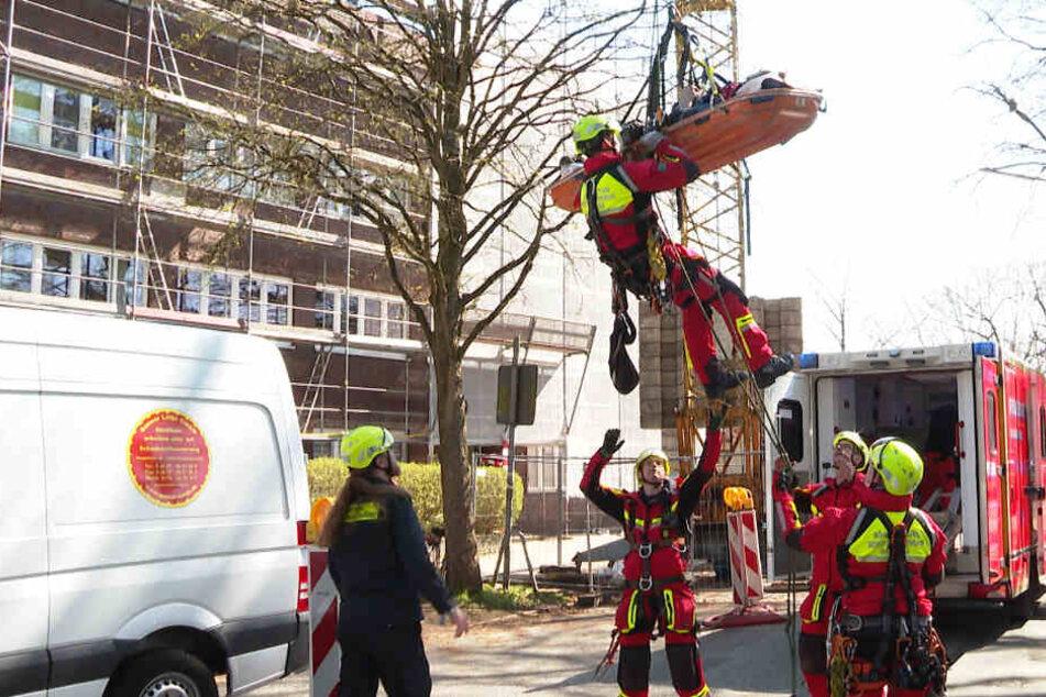 Bauarbeiter schwer verletzt! Rettung in luftiger Höhe