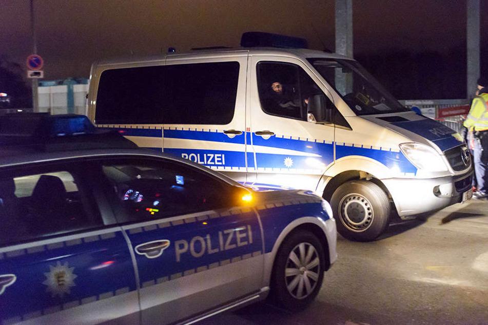 Seit den Morgenstunden laufen die Razzien gegen Reichsbürger in mehreren Bundesländern.