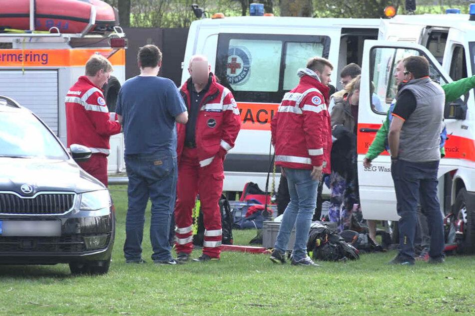 Die Rettungskräfte bargen den Mann nach 30 Minuten aus dem eiskalten See.