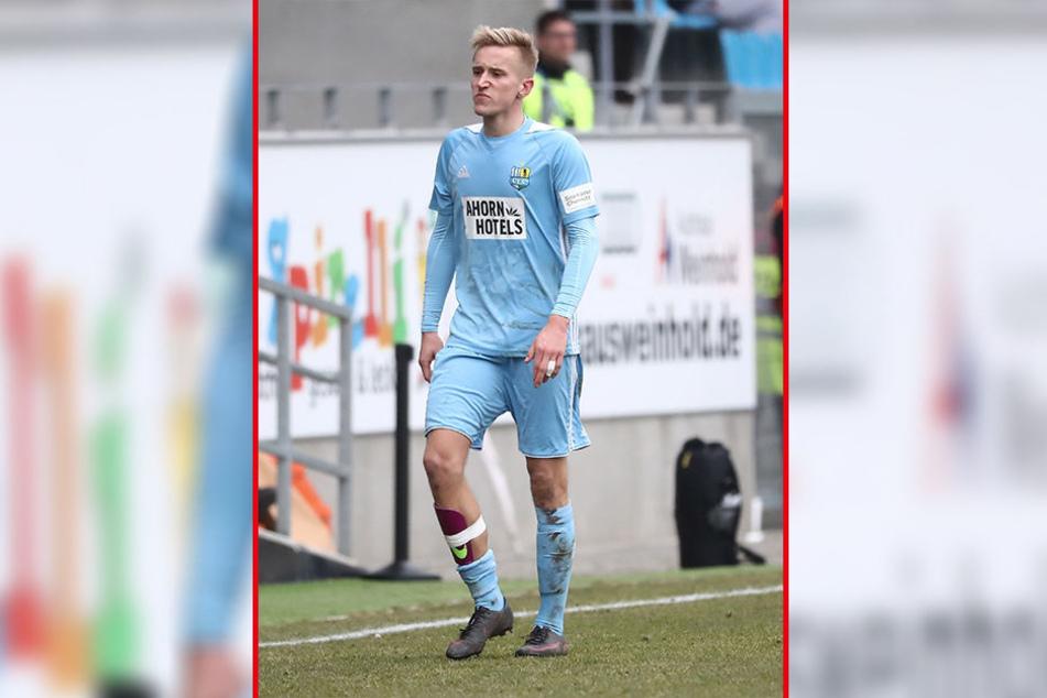 Guter Stil ist anders: Kurz vorm Trainingsstart wurde Alex Dartsch von Sportdirektor Thomas Sobotzik abserviert.