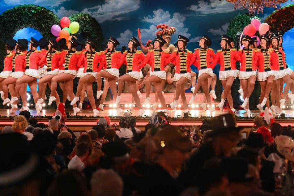 """Die Fernseh-Prunksitzung """"Fastnacht in Franken""""ist seit Jahren die erfolgreichste Sendung des Bayerischen Fernsehens und gilt als der Höhepunkt des Faschings im Freistaats."""
