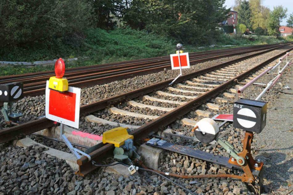 Die Polizei hat Ermittlungen wegen gefährlichen Eingriffs in den Bahnverkehr eingeleitet. (Symbolbild)