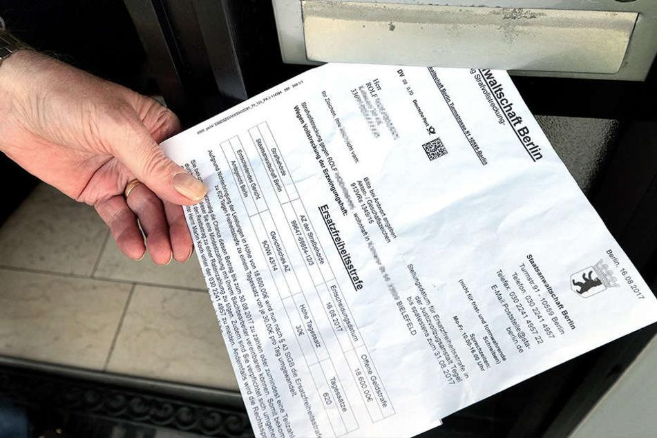Mit einem falschen Schreiben der Staatsanwalt, versuchten Betrüger den Rentner aufs Kreuz zu legen.