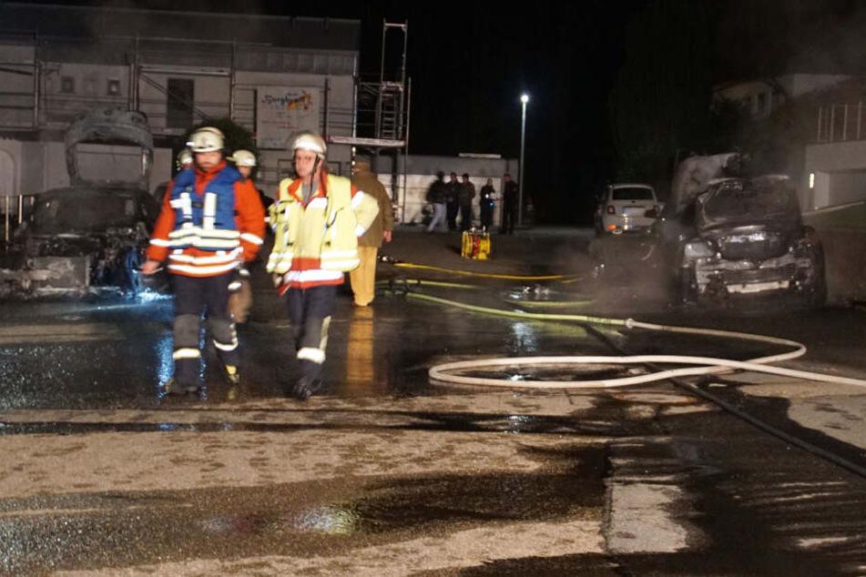 Ein Blick auf die gelöschten aber zerstörten Autos in Neuenbürg.