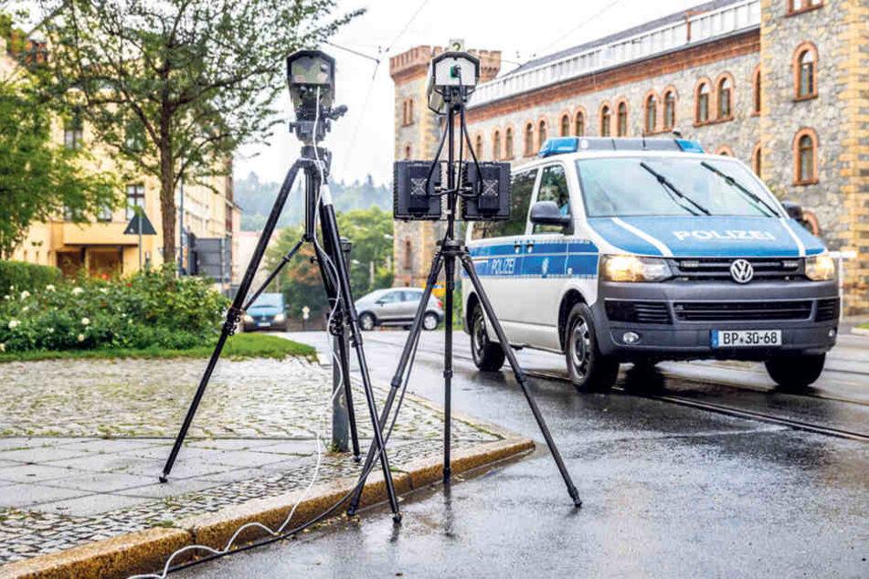 Vier der Hightech-Kameras sollen 2018 an der Fußgängerbrücke Altstadt,  Nikolaigraben/Hotherstr., Kreisverkehr Grüner Graben und Hugo-Keller-Straße  eingesetzt werden.