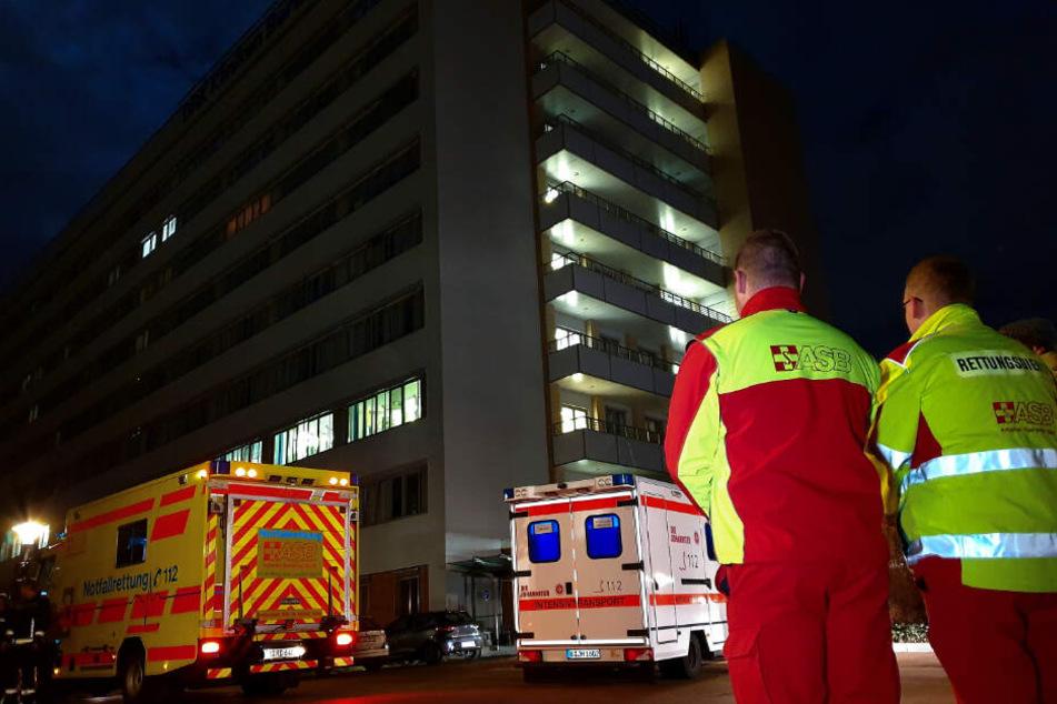 Der Spaziergänger fiel auf dem Gelände eines Krankenhauses auf (Symbolfoto).