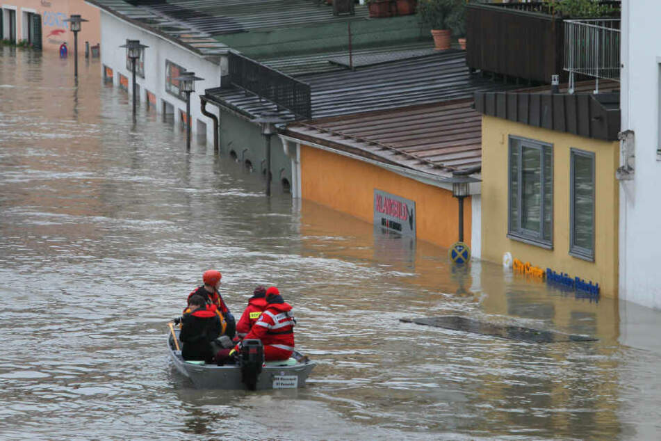 2013 richtete ein Hochwasser in den Landkreisen Deggendorf und Passau erheblichen Schaden an. (Archiv)
