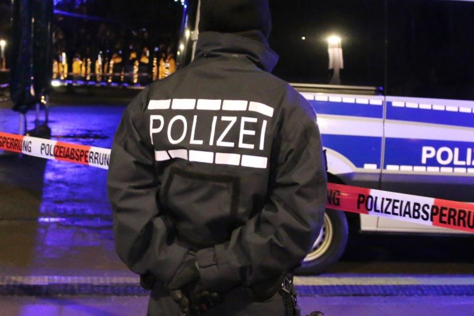 24-Jähriger auf offener Straße angeschossen