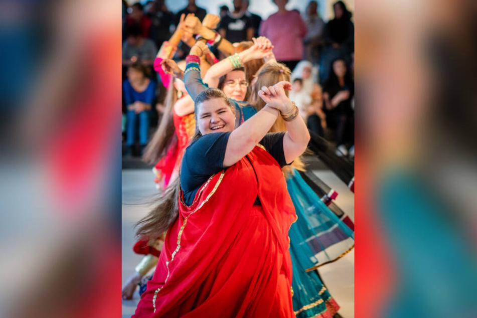 Die Bollywood-Tanzgruppe Sinjini aus Chemnitz trat beim interkulturellen Begegnungsfest im smac auf.