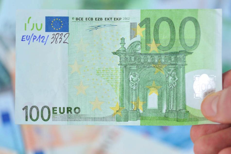 Das Foto zeigt einen falschen 100 Euro-Schein, der im Jahr 2009 in Frankfurt auftauchte.