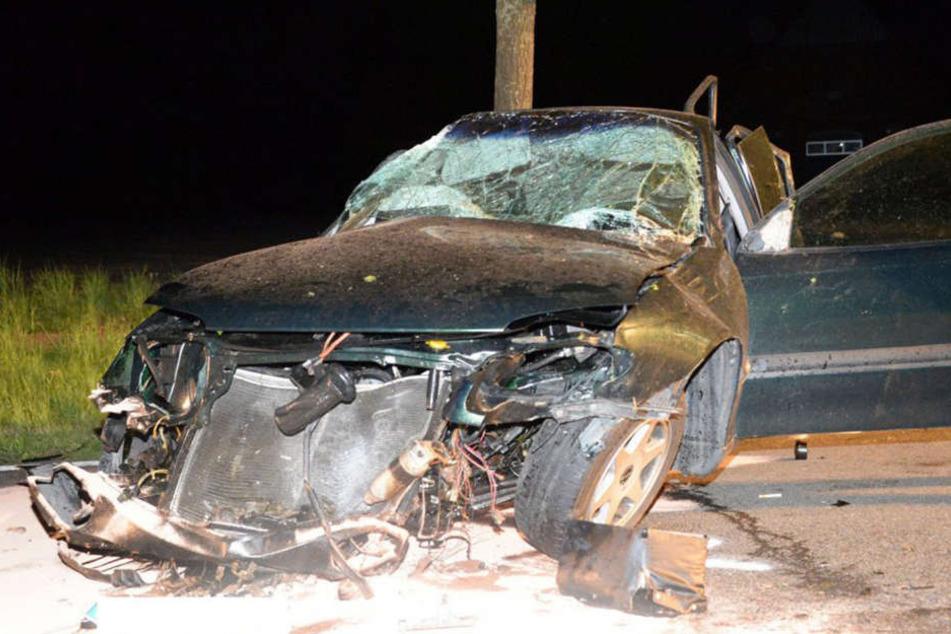 Ohne Führerschein: 22-Jähriger bei Unfall schwer verletzt