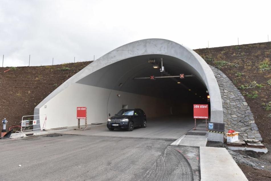 Die Tunnel im böhmischen Mittelgebirge sind bereits fertig. Doch nur ein paar  Meter weiter wackelt der Boden...