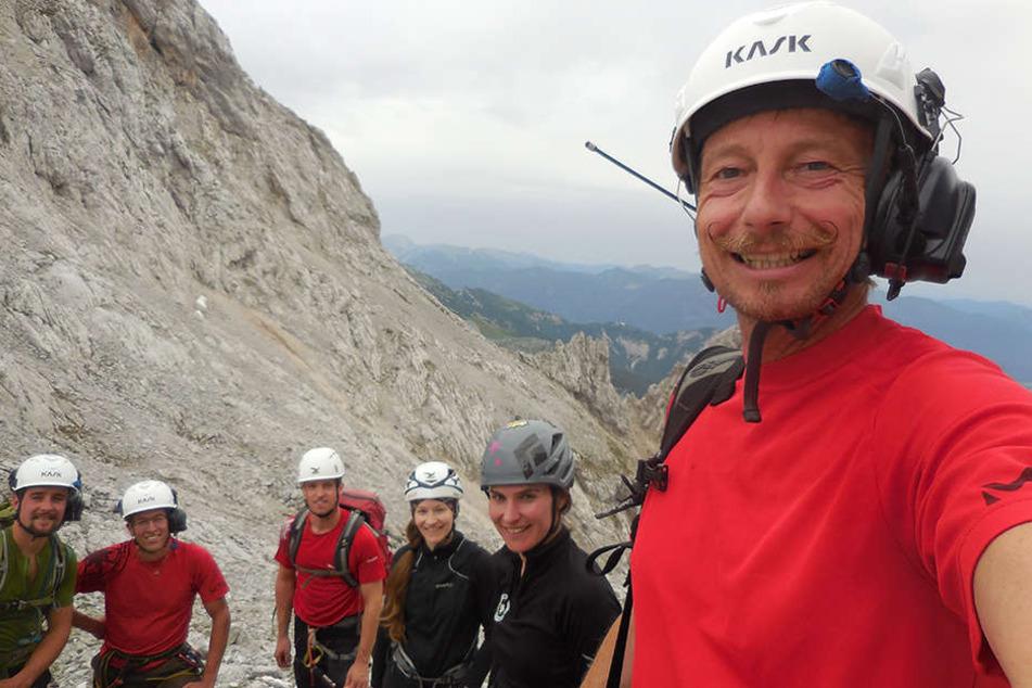 """""""Das war eine unserer schwierigsten Rettungsaktionen"""": Harald Aschaber (52, r.), Leiter der Bergrettung Leutasch, mit seinem Bergsteigerteam."""