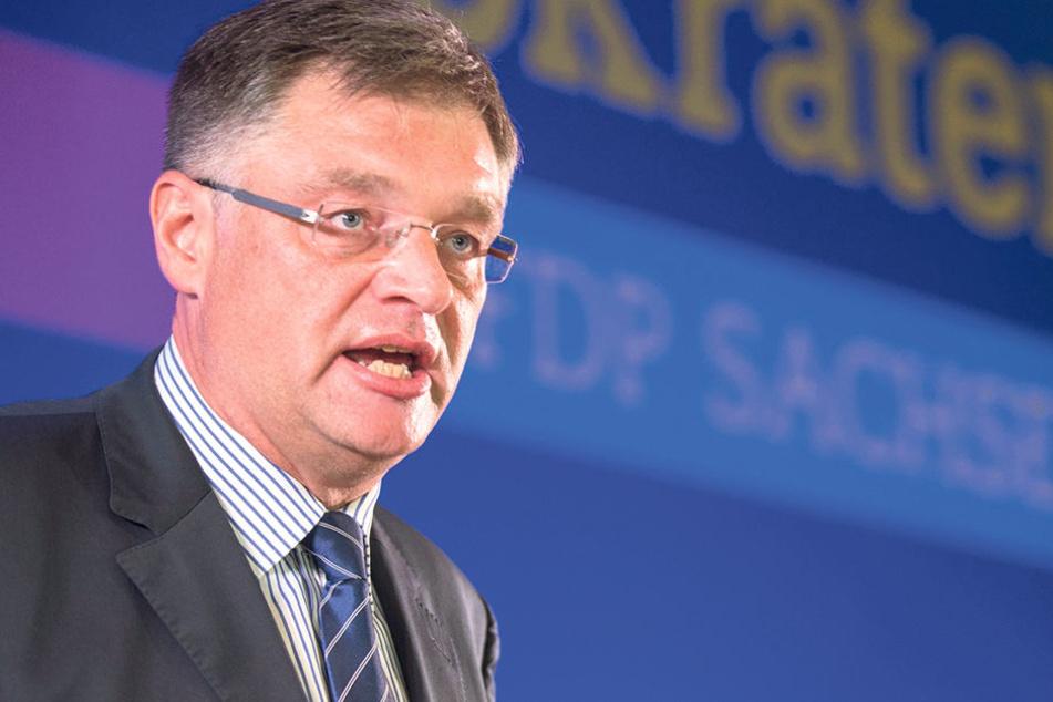 Sachsens FDP-Chef Holger Zastrow  (48) wollte die Verbeamtung von Sachsens Lehrern, die FDP-Basis nicht.
