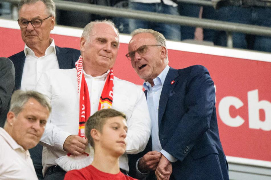 Uli Hoeneß, Präsident des FC Bayern, und Karl-Heinz Rummenigge (r), Vorstandsvorsitzender des FC Bayern, haben Sané eine Absage erteilt.