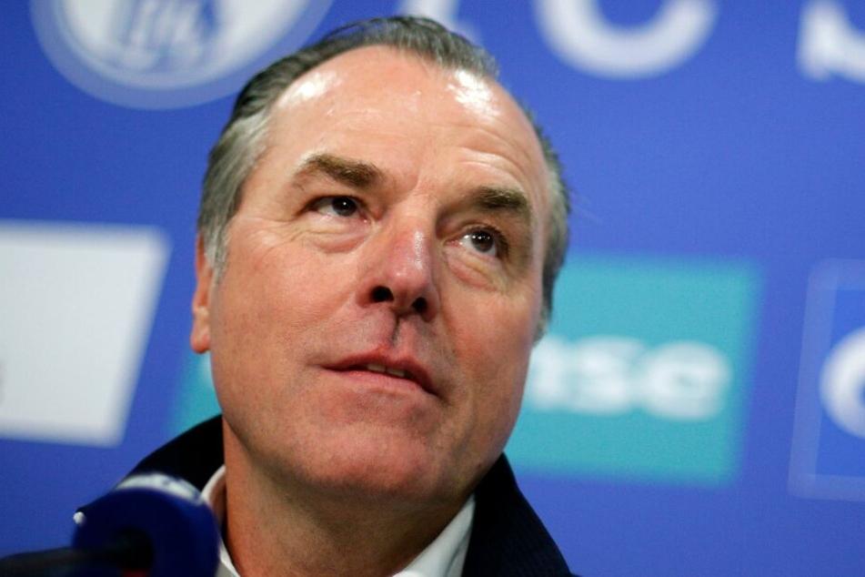 Sportfunktionär Clemens Tönnies tut die Trennung von Trainer Tedesco Leid.