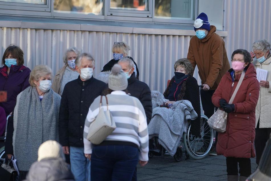 Kliniken wegen Corona voll: Patienten könnten in Hotels verlegt werden