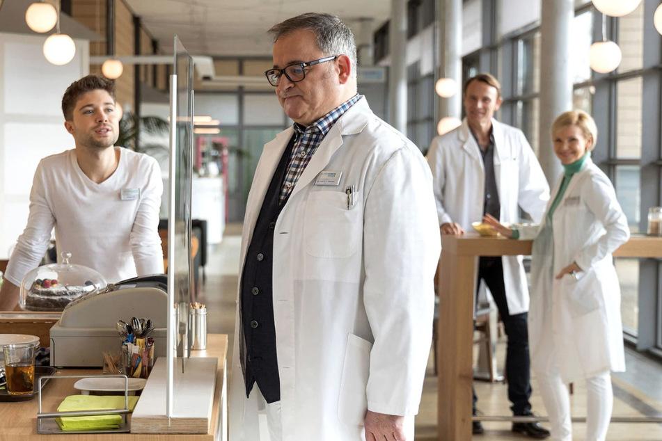 Wie wird sich der frisch gebackene Arzt festlegen? Eines ist klar: Hans-Peter Brenner wird eine Entscheidung treffen, mit der nicht jeder rechnet.