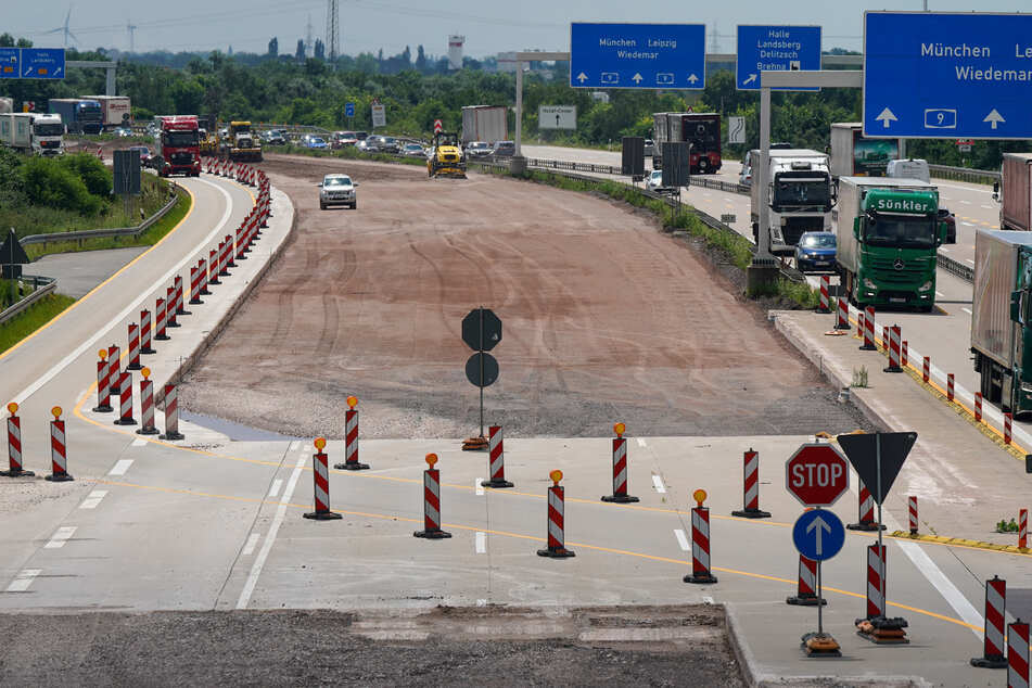 In der kommenden Woche fangen in Sachsen-Anhalt die Sommerferien an. Urlauber müssen sich auf einige Baustellen auf den Autobahnen im Land einstellen.