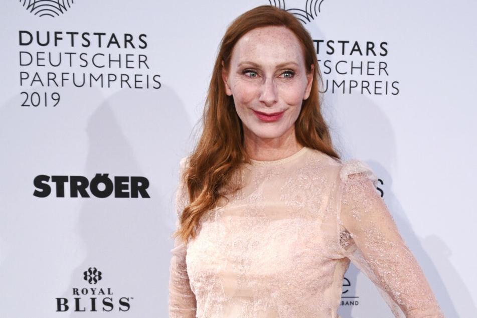 Die Schauspielerin Andrea Sawatzki kommt zu der Verleihung des Duftstars - dem Deutschen Parfumpreis 2019 in der Düsseldorfer Rheinterrasse.