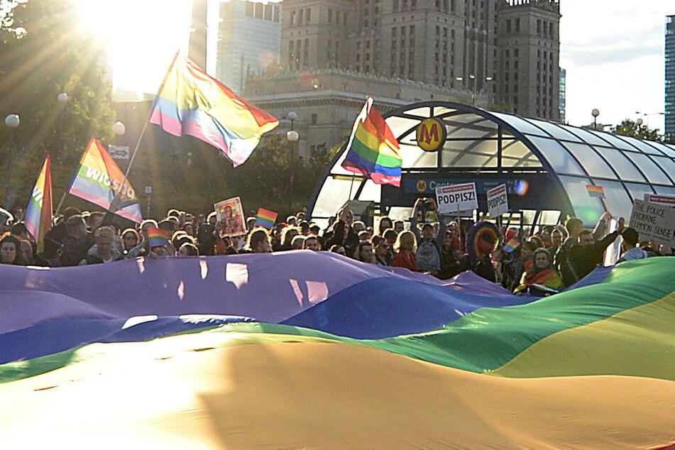 """""""Religiöse Gefühle verletzt"""": Polizei in Warschau nimmt LGBT-Aktivistinnen fest"""