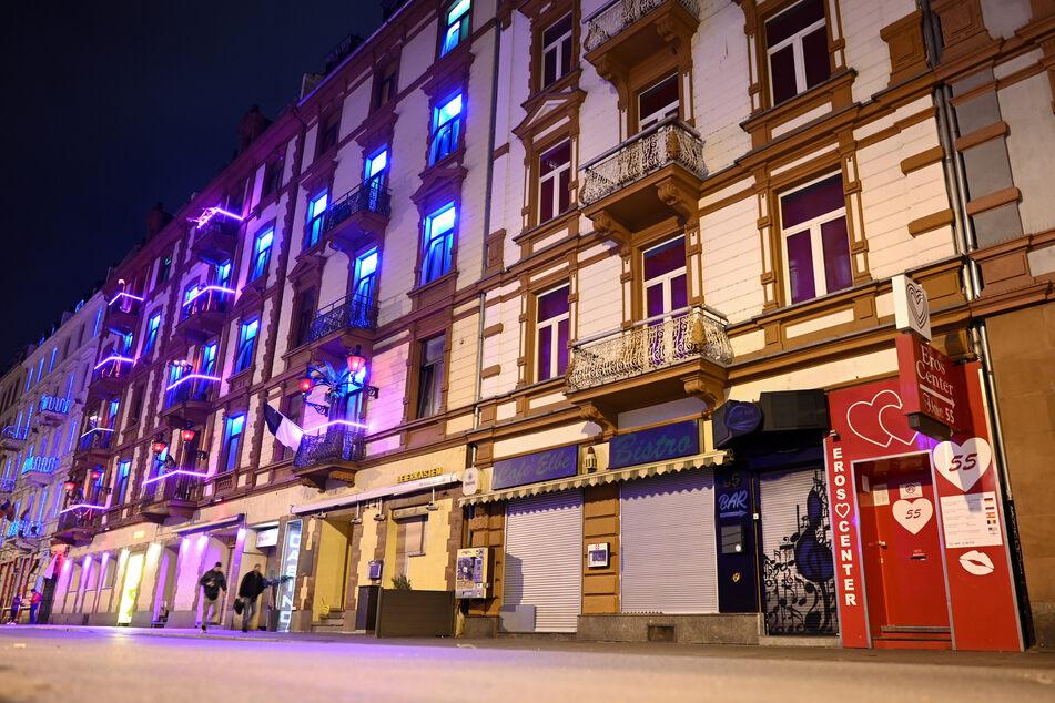 Von drastischen Maßnahmen ist auch das Frankfurter Rotlichtviertel betroffen. Seit dem 19. März sind wegen der Coronakrise auch die Etablissements geschlossen.