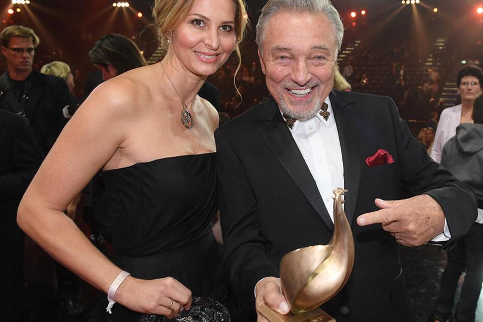 2017 erhielt Karel Gott noch die Goldene Henne für sein Lebenswerk. Zur Gala in Leipzig begleitete ihn Ehefrau Ivana (43).