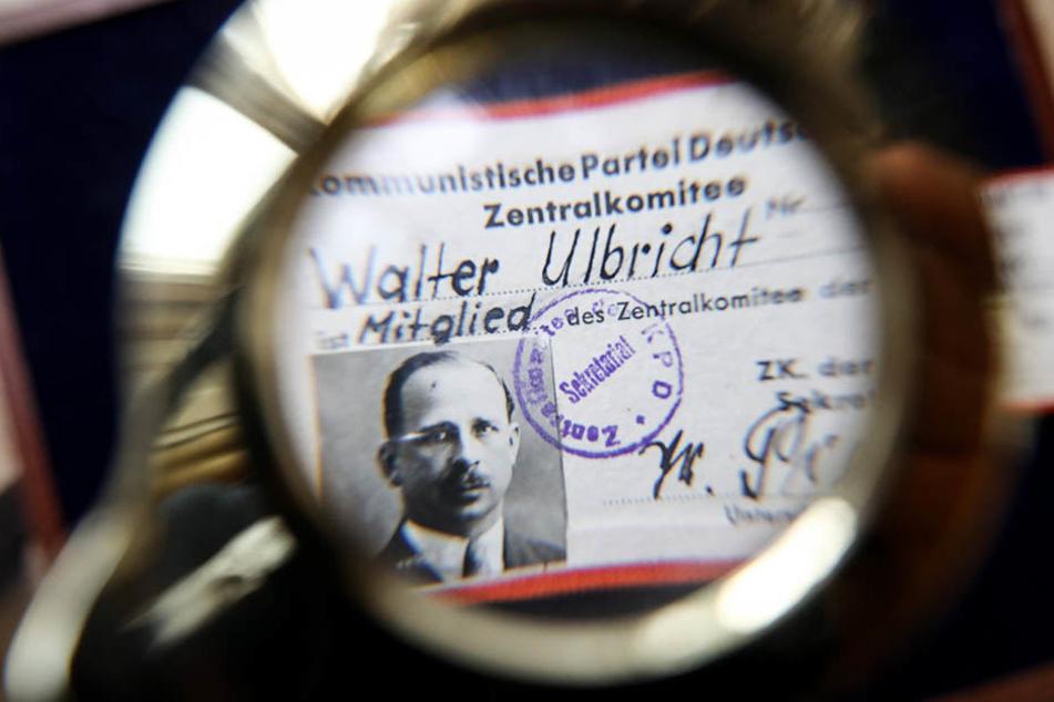 Die Mitgliedskarte zum Zentralkomitee der Kommunistischen Partei Deutschlands (KPD) des DDR-Politikers Walter Ulbricht.