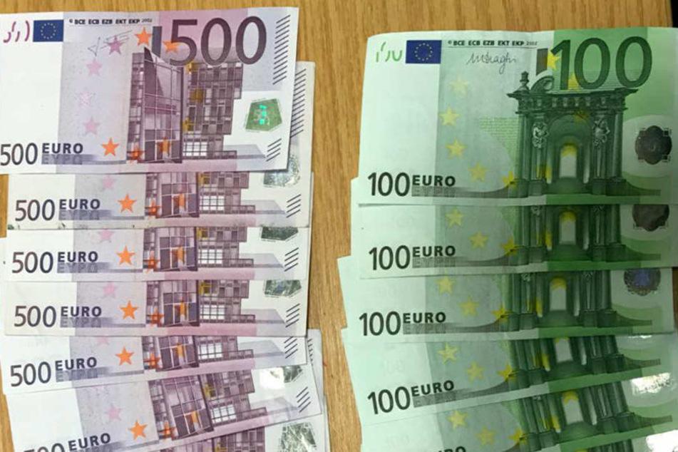 Ein Pärchen fand in einer Zugtoilette 7200 Euro in einem Umschlag.
