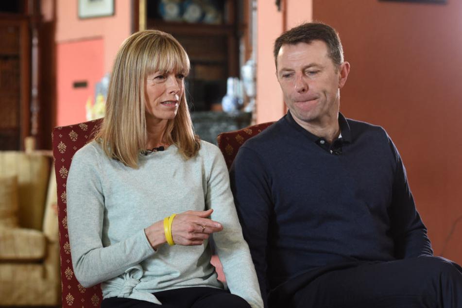 Sie geben nicht auf: Kate und Gerry McCann, Maddies Eltern, werden wohl niemals aufhören können, nach ihrer Tochter zu suchen.