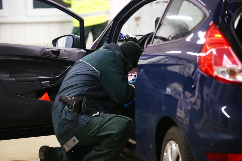 Bei der Durchsuchung des Autos fand die Polizei 20 Ecstasy-Pillen (Symbolbild).