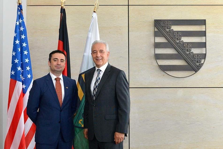 Der neue US-Generalkonsul in Leipzig, der in Weißrussland geborene Timothy Eydelnant (44), besucht morgen Zwickau. So unter anderem auch das Kollwitz-Gymnasium.