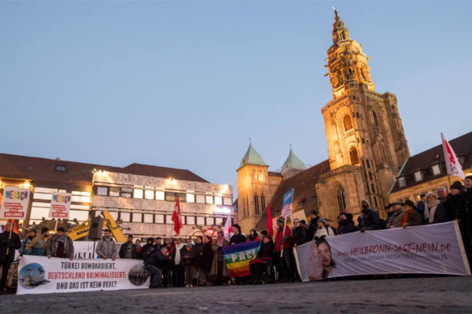 Heilbronn, 23. Februar: Nach der Attacke haben sich Menschen zu einer Mahnwache versammelt.