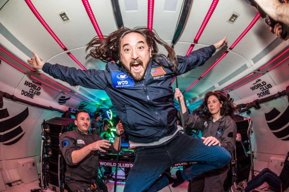 Steve Aoki feierte zusammen mit insgesamt 30 glücklichen Party-People in der Schwerelosigkeit.