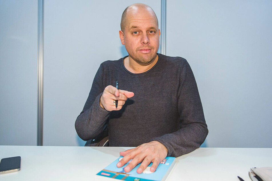 Der Bielefelder Cartoonist Ralph Ruthe (45) übt scharfe Kritik am TV-Duell-Moderator Claus Strunz.