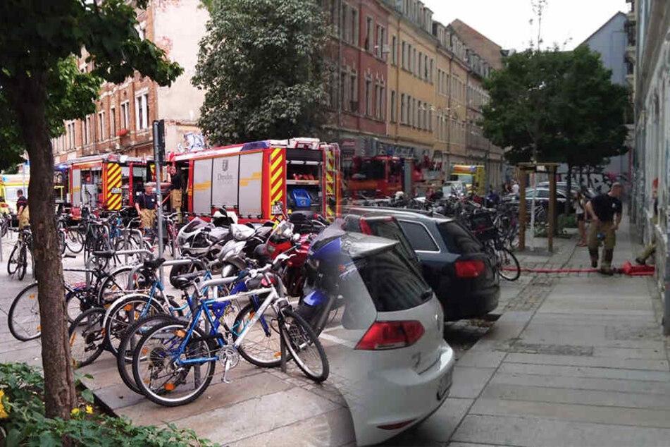 Dresden: Großer Feuerwehreinsatz in Dresden wegen Rauchentwicklung und dann das...